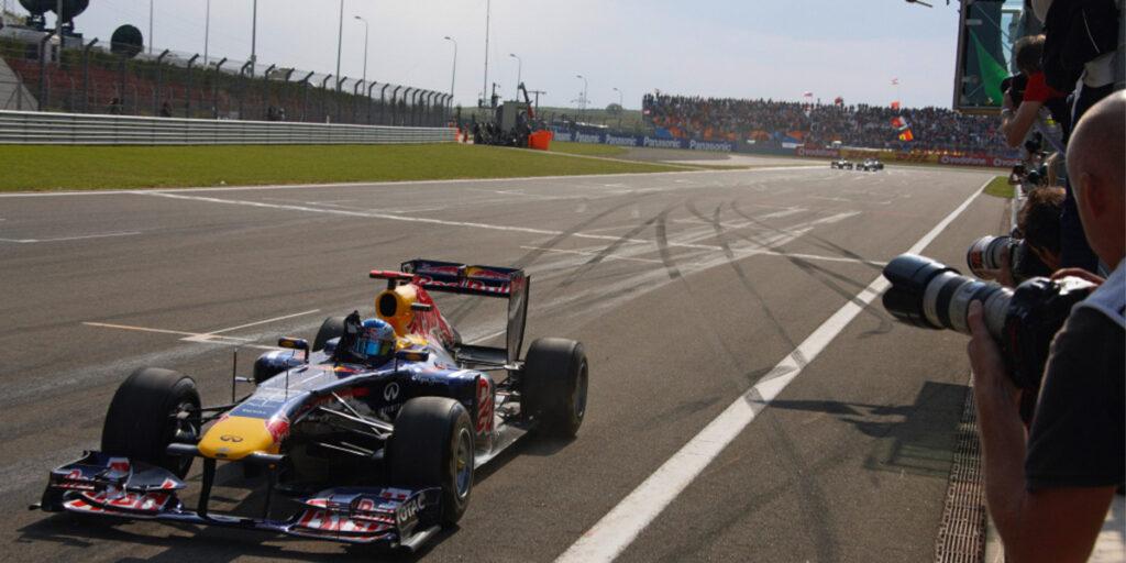 Sebastian Vettel wins the 2011 Turkish Formula 1 Grand Prix
