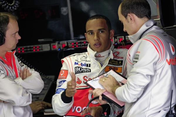 Lewis Hamilton speaking to his engineers