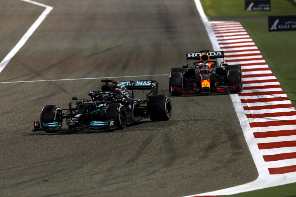 Formula 1 racing between Lewis Hamilton and Max Verstappen