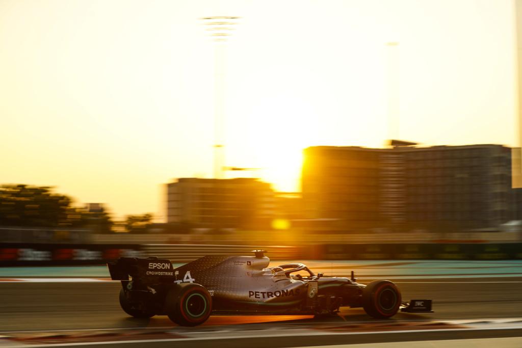 Lewis Hamilton sets the lap record at the Yas Marina Circuit